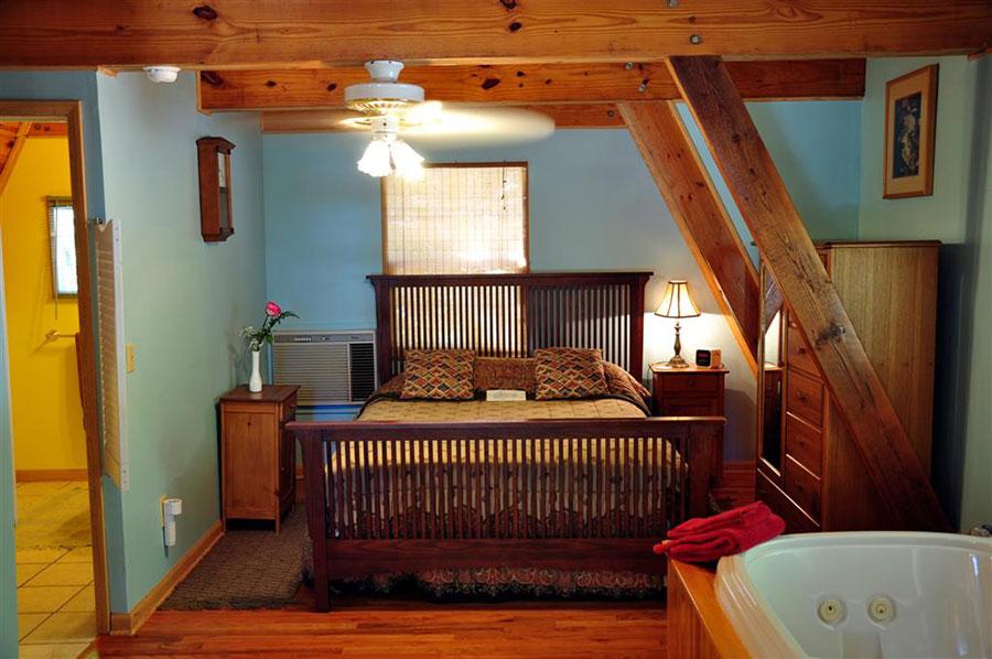 Cabin Kingfisher Bedroom Master
