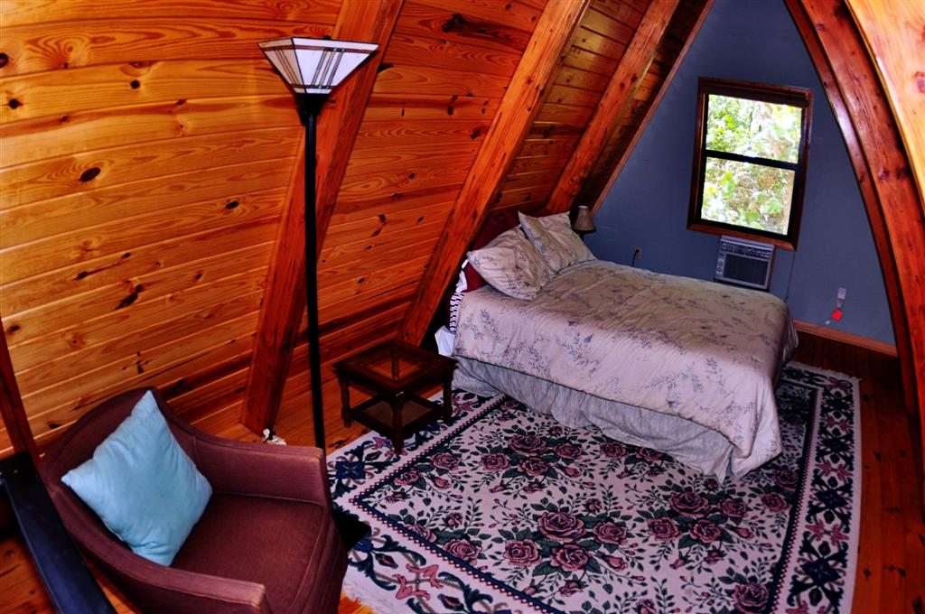 Cabin Kingfisher Loft Bedroom