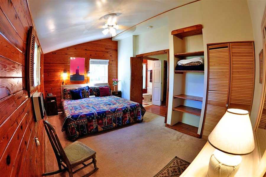 Cabin Roadrunner Bedroom Master