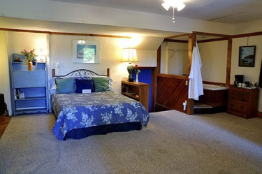 Sandpiper Adult Mini-Suite  feature